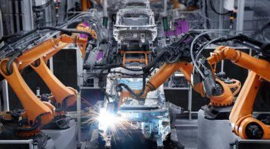 """Küresel otomotiv sektörü yatay seyredecek! Moody's'ten, """"ABD'de artan faizler, yükselen fiyatlar ve ilave vergilerin, tüketicilerin yeni bir araç satın alma düşüncesini ertelemesine neden olabileceği"""" değerlendirmesinde bulunuldu."""