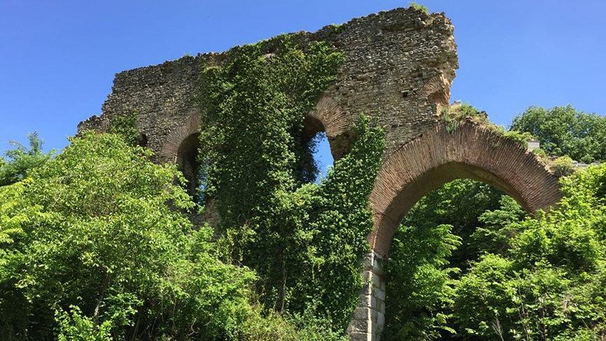 Bu tarihi parçalıyoruz… Tarihi su kemerleri yok olmak üzere!