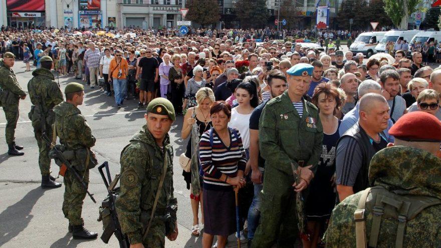 Ukrayna'da Zaharçenko'nun cenaze törenine yüzbinler katıldı