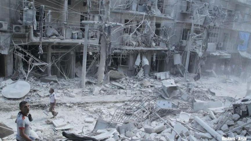 İdlib'de hastaneye varil bombalı saldırı