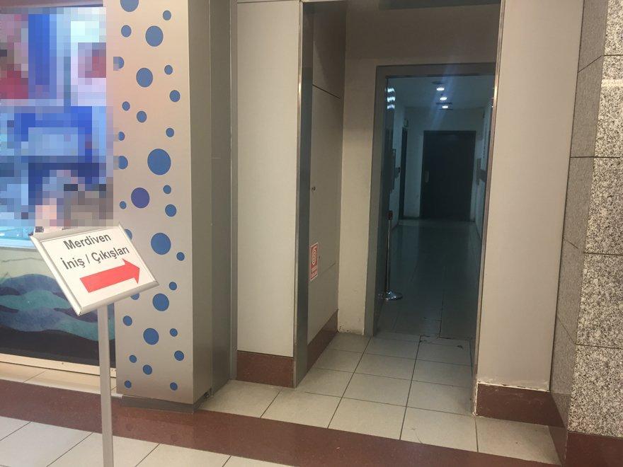 AVM'ye gelen müşteriler diğer katlara bu kısımdan çıkış sağlıyor Foto: SÖZCÜ
