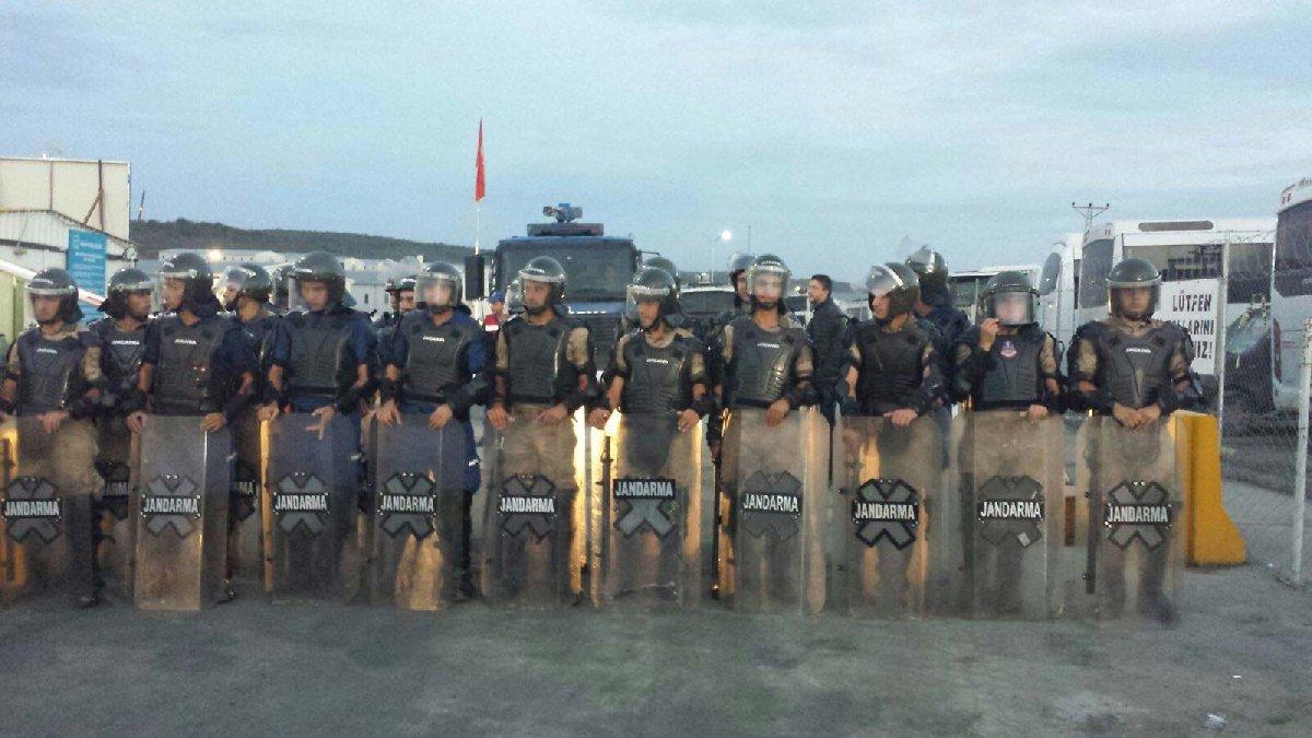 FOTO:İnşaat İşçileri Sendikası - Emniyet güçleri kamp ve çevresinde geniş güvenlim önlemi aldı.