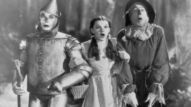 Garland ayakkabıları 1939 yapımı Oz Büyücüsü filminde giymişti.