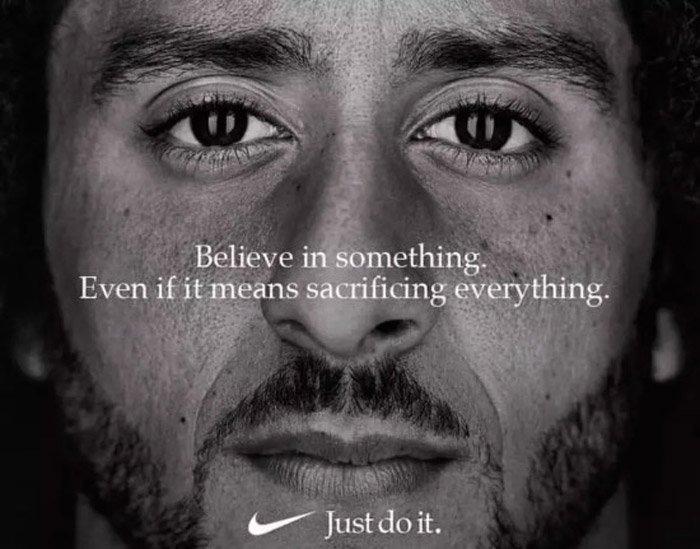 Kaepernick'in reklamında şu slogan yer alıyor: Bir şeye inan. Her şeyi feda etmen gerekse bile.