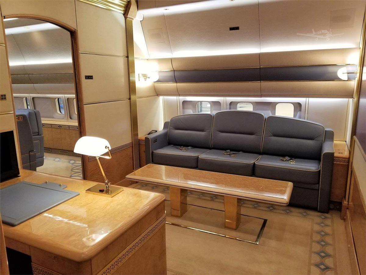 b312286841db3 Amerika Birleşik Devletleri'nin (ABD) Kaliforniya eyaletinde bulunan özel  jetin iç döşemesi ise Türkiye'ye hediye edildiği iddia edilen uçakla  benzerlikler ...
