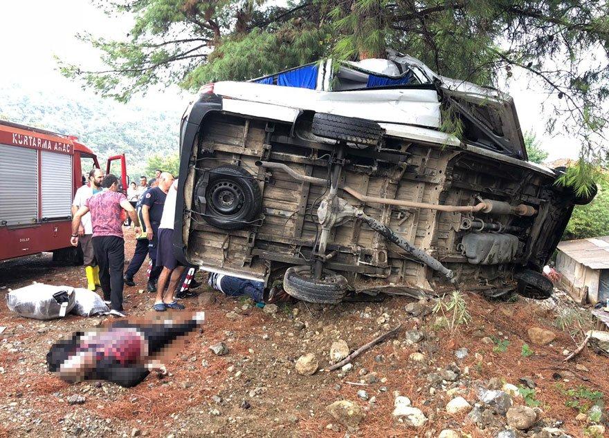 Kazada ölü ve yaralılar var. DHA