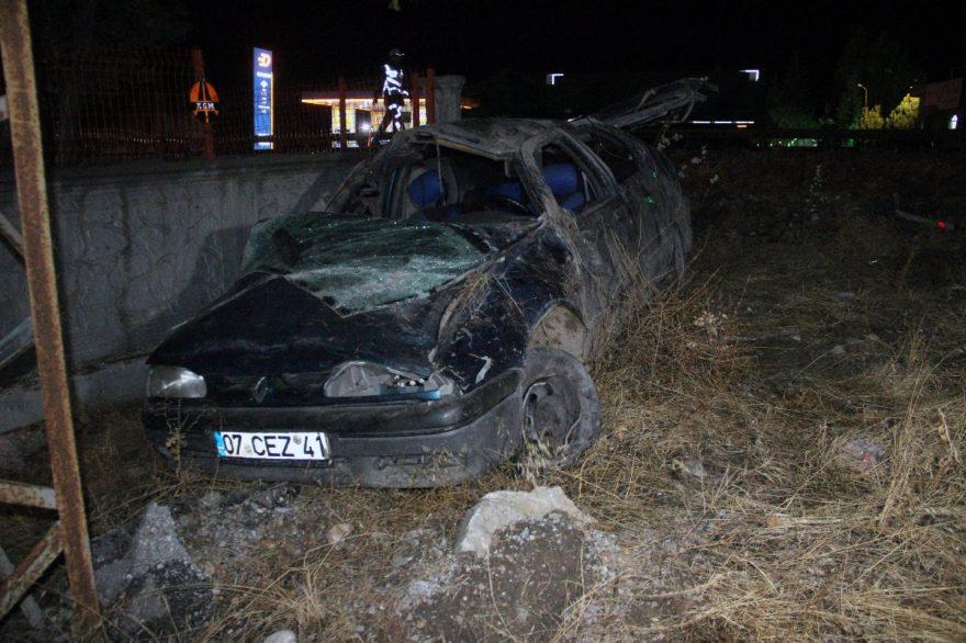 Kazada anne ve baba hayatını kaybetti çocuklar yaralandı. DHA