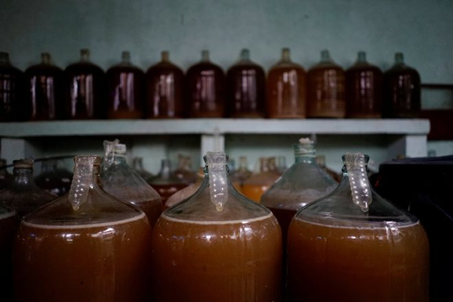 Şarap üreticisinin yöntemi.