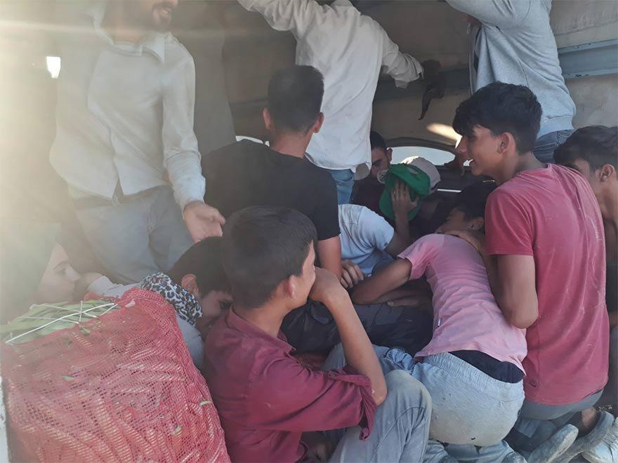 FOTO: DHA- Bu görüntü sonrası aracın sürücüsüne 2 bin TL ceza, kamyonette trafikten men edildi