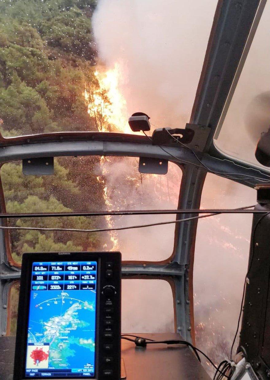 Yangın helikopterden böyle görüntülendi. AA