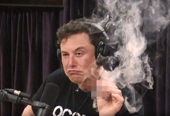 Musk canlı yayında esrar içmişti.