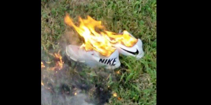 Bazı öfkeli vatandaşlar sponsorluğun duyurulmasından sonra Nike ayakkabılarını yaktılar. Fotoğraf: Twitter/Sean Clancy