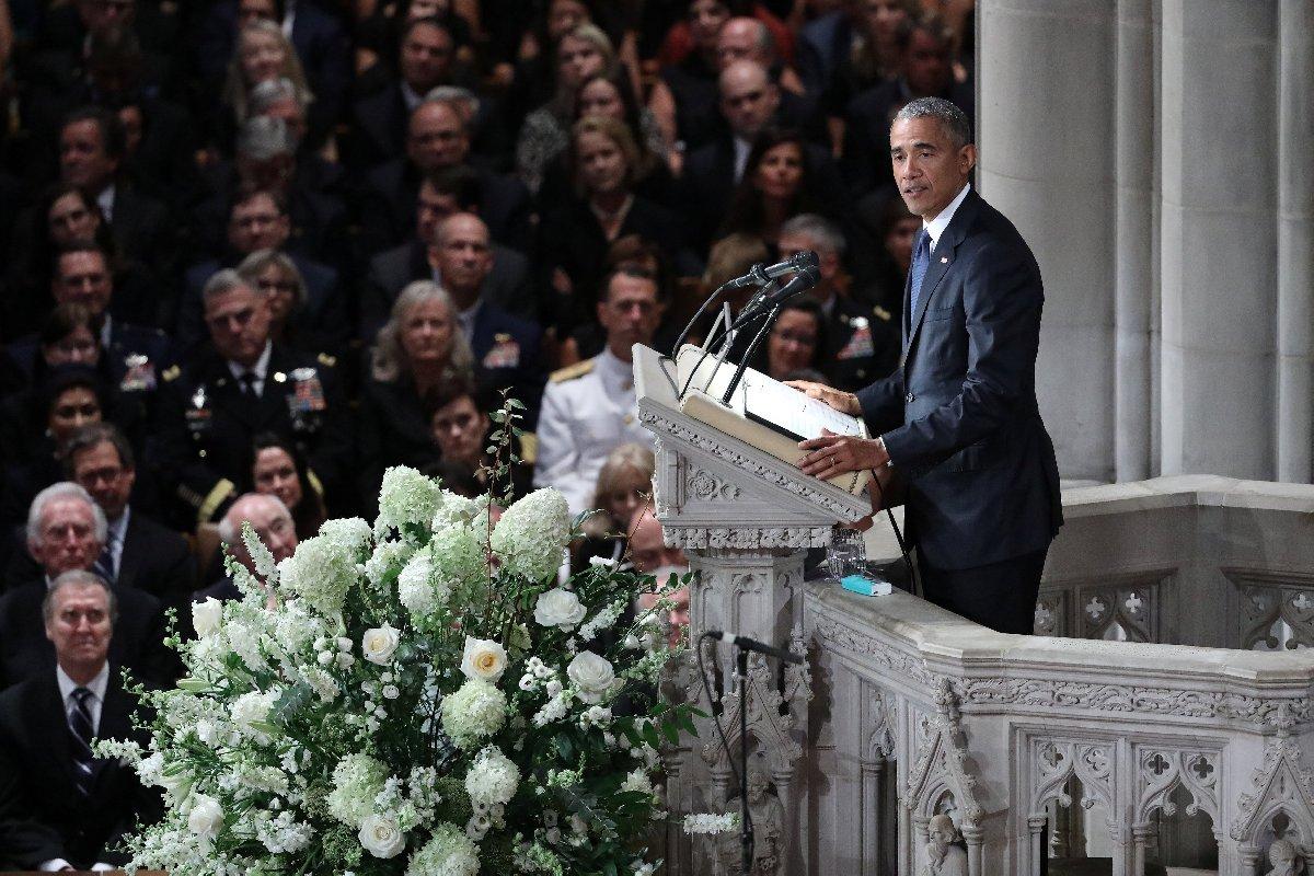 Etkinlikte kısa bir konuşma yapan Obama, yaptığı esprilerle ortamı yumuşattı.