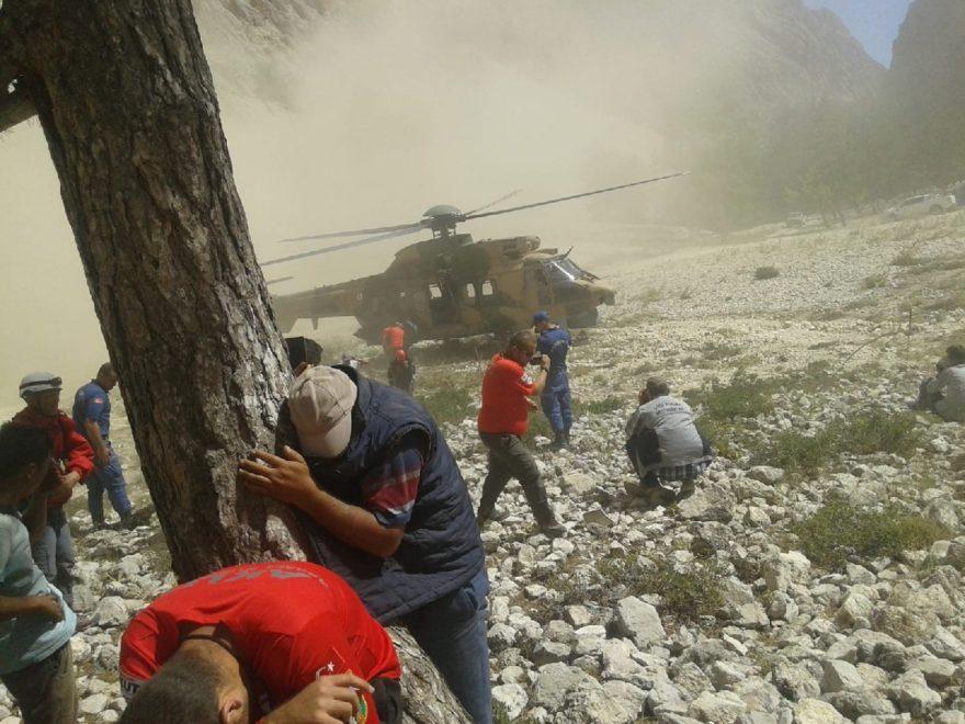 Yaralı genç askeri helikopterle hastaneye kaldırıldı. AA