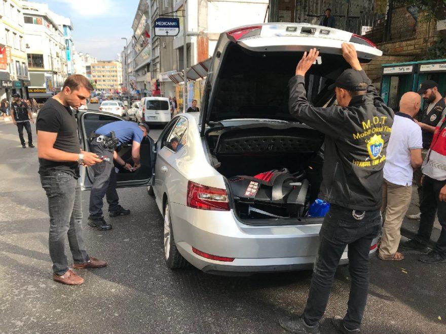 Belirli güzergahlarda polis araçları didik didik aradı. DHA