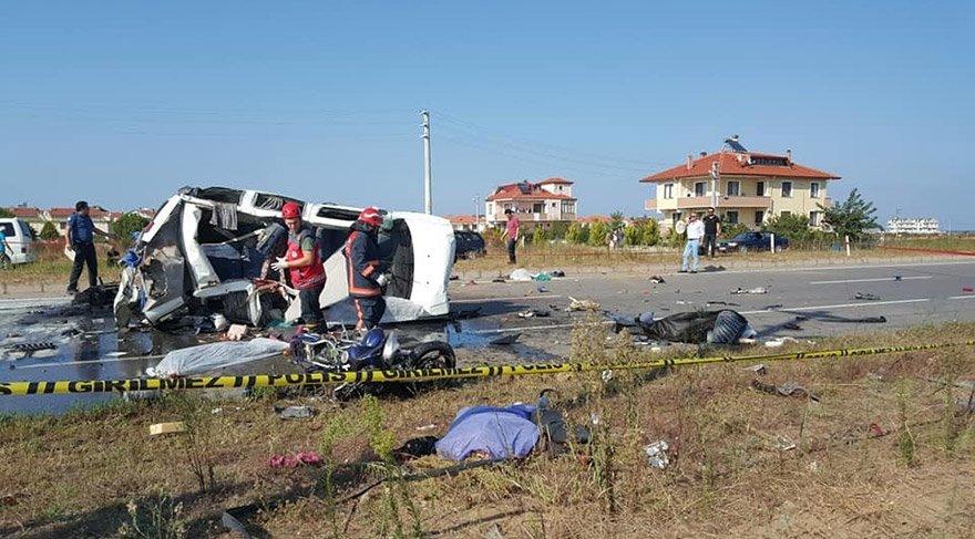 SAKARYA'NIN KOCAALİ İLÇESİNDE MEYDANA GELEN TRAFİK KAZASINDA İLK BELİRLEMELERE GÖRE 8 KİŞİ HAYATINI KAYBETTİ. FOTO:DHA