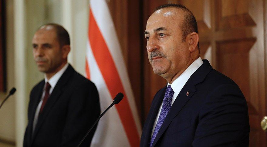 Dışişleri Bakanı Mevlüt Çavuşoğlu, KKTC Dışişleri Bakanı Kudret Özersay ile Dışişleri Bakanlığı Resmi Konutu'nda görüştü. Görüşmenin ardından iki bakan ortak basın toplantısı düzenledi. FOTO:AA
