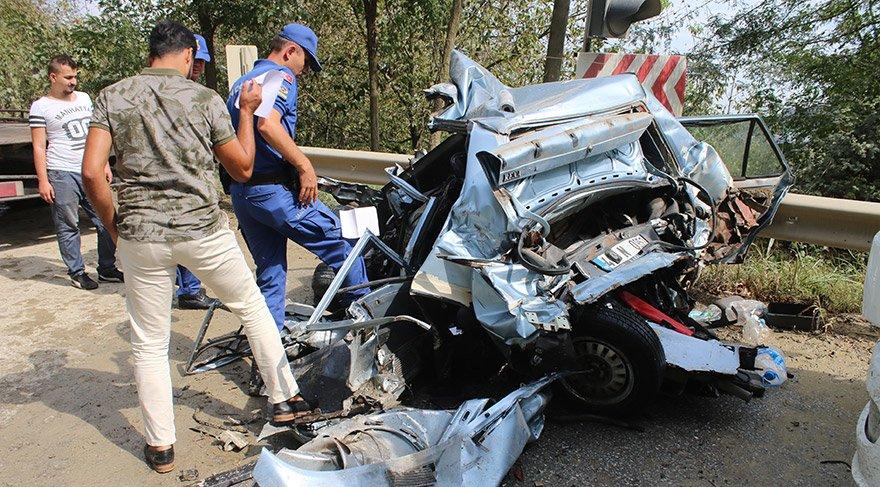 Kocaeli'nin İzmit ilçesinde 4 aracın karıştığı zincirleme trafik kazasında bir kişi öldü, bir çocuk yaralandı. FOTOĞRAFLAR:AA
