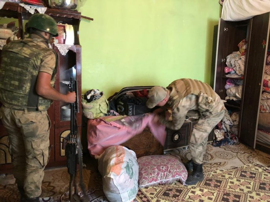 Askerler Sedanur'u didik didik arıyor. DHA
