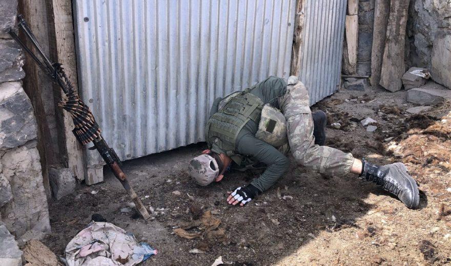 Askerler kullanılmayan alanlara kadar heryeri arıyor. DHA