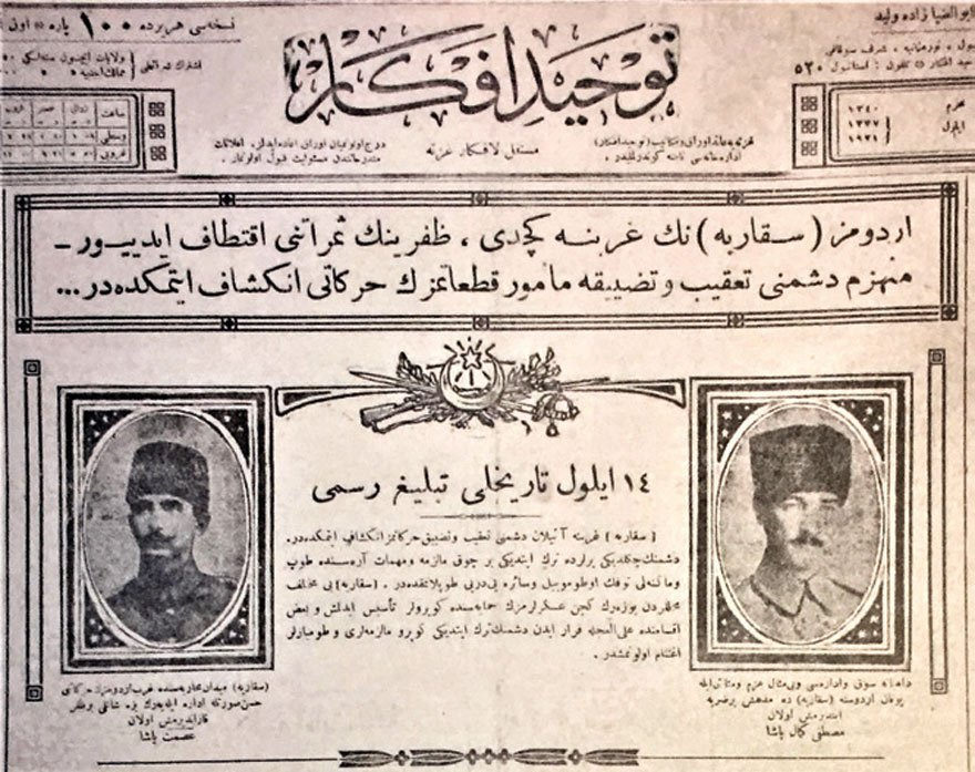 """Manşette, ordumuzun Sakarya'nın batısına geçtiği ve kıtalarımızın düşmanı takip ettiği belirtiliyor. Ortada """"14 Eylül Tarihli Tebliğ Resmi"""" yazıyor. Düşmanın kaçarken bıraktığı silah, malzeme, mühimmatın toplandığı, askerlerimizin köprüler inşa ettikleri belirtiliyor. Sağdaki Atatürk fotoğrafının altında yazan şu: """"Dahiyane sevk ve idaresi, bi-misal (emsalsiz) azim ve metaneti ile Yunan ordusuna Sakarya'da müthiş bir darbe indirmiş olan Mustafa Kemal Paşa."""" Soldaki İsmet Paşa fotoğrafının altında yazan da şu: """"Sakarya Meydan Muharebesi'nde Garp ordumuzun harekatını hüsn-ı suretle idare eyleyerek bize şanlı bir zafer kazandırmış olan İsmet Paşa."""" (Tevhid-i Efkar, 16 Eylül 1921)"""