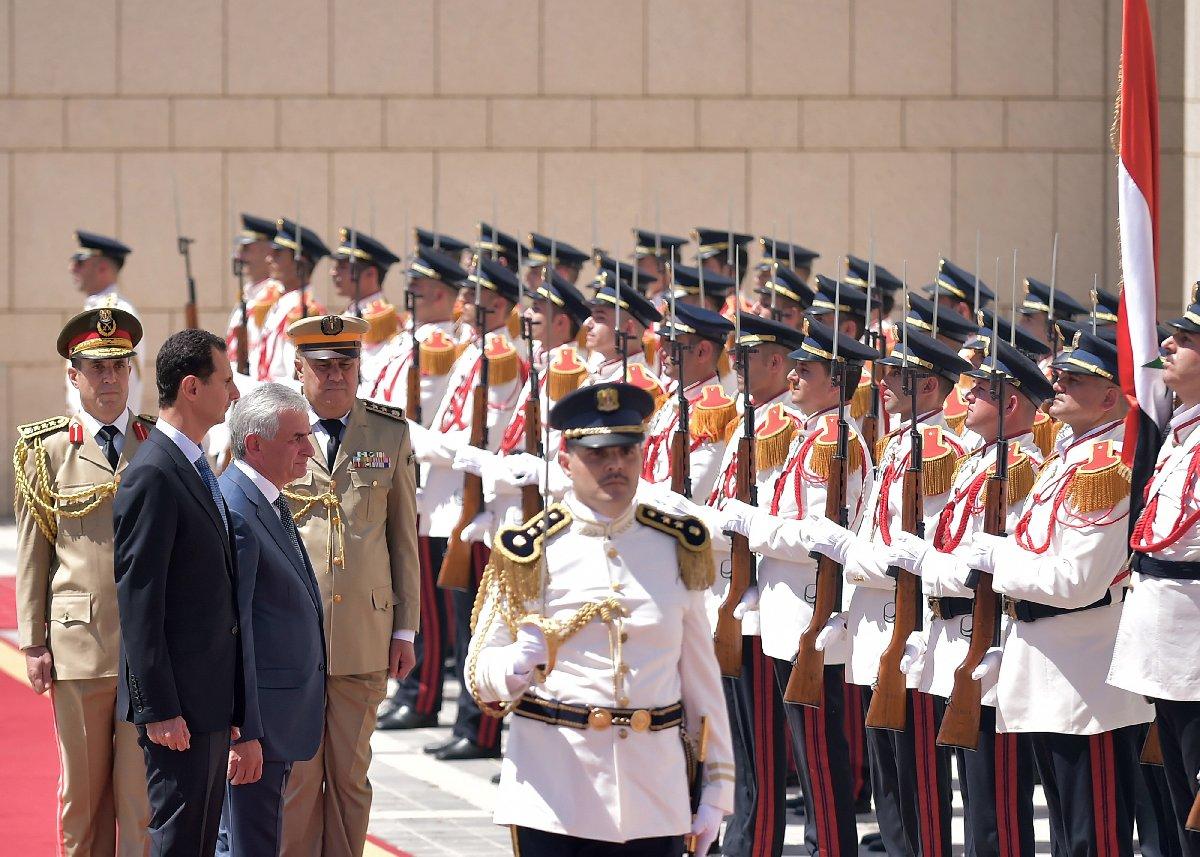 Bir süredir ortalıkta görünmeyen Esad, resmi bir tören için Şam'daydı.