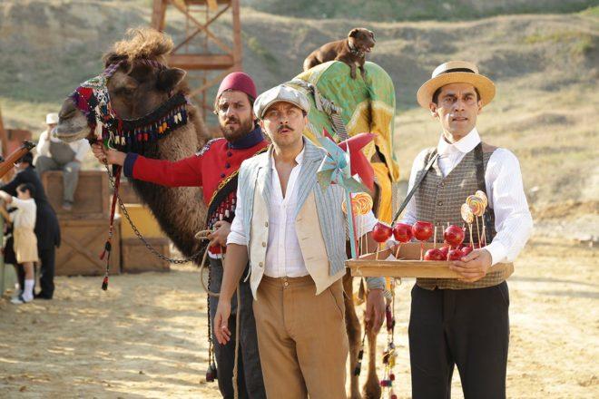Dijital Sanatlar Yapımevi, bu kez 1. Dünya Savaşı sırasında Avustralya'da yaşayan iki Türk'ün hayatını sinemaya uyarlıyor. Erkan Kolçak Köstendil, Ali Atay, Şebnem Bozoklu ve Will Thorp'un başrolde olduğu, çekimleri devam eden Turkish'i Dondurma setine basın mensupları davet edildi. Yapımcı Mustafa Uslu, Yönetmen Can Ulkay ve oyuncuların katılımıyla basın toplantısı düzenlendi. 1.Dünya Savaşı sırasında Avustralya'da yaşayan biri dondurmacı (Ali Atay),diğeri deveci (Erkan Kolçak Köstendil) iki arkadaşın yaşam mücadelesini anlatan film, hem komedi hem dram öğelerine sahip. İngilizlerin çağrısıyla Anzak askerlerinin ülkemiz topraklarına geleceğini haber alan iki kafadarın, kendi vatanlarına dönmelerine izin verilmeyince, Avustralya'da cansiperane şekilde verdikleri mücadeleden esinlenerek çekilen Turkish'i Dondurma için Kemerburgaz eteklerine 7 bin metrekarelik araziye plato kuruldu.