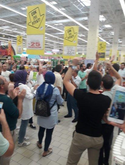 Uyum ve Makro market mağdurları eylem başlattı.