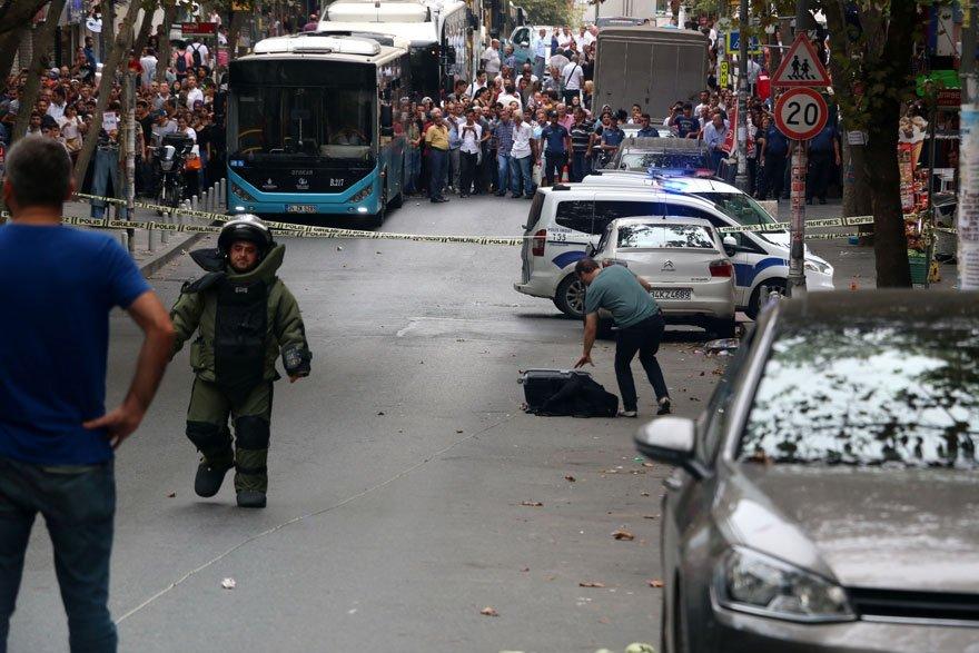 Olay yerine gelen bomba imha ekipleri valize müdahale etti. DHA