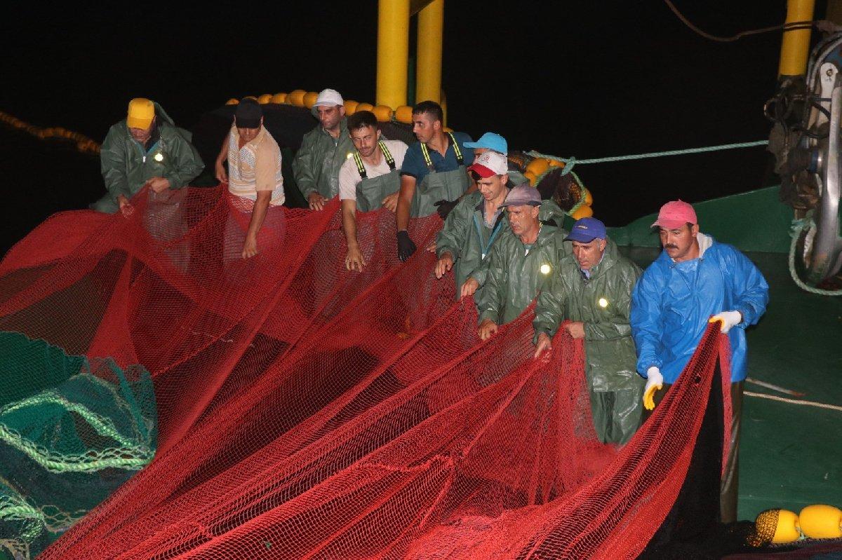 Yalova ve Bursalı balıkçılar beraber ağ attılar. Fotoğraf/İHA