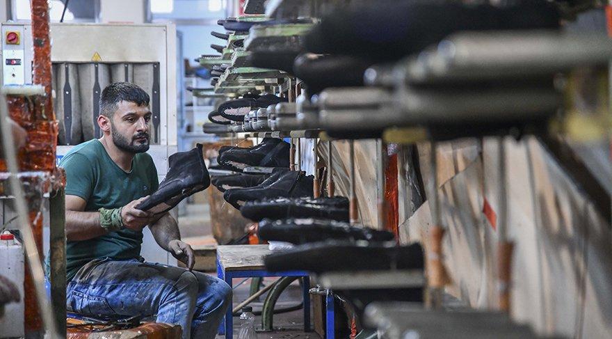 Yüksek enflasyon ve dövizdeki tırmanışın yarattığı kriz giderek derinleşiyor. Anadolu'daki küçük işletmeler iflas sarmalına sürüklendi.