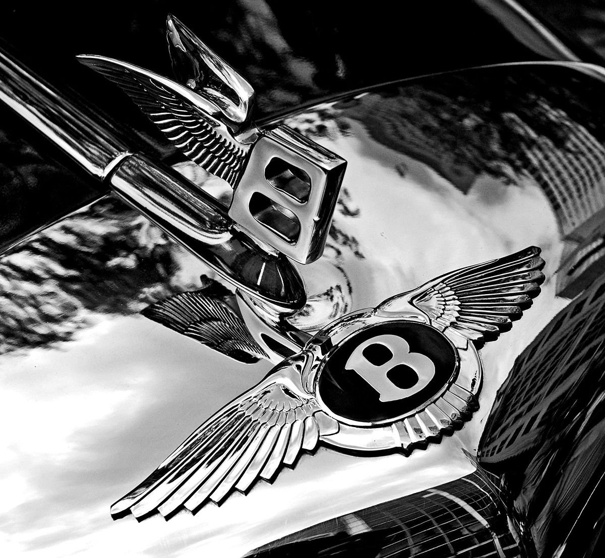 1200px-bentley_badge_and_hood_ornament-bw