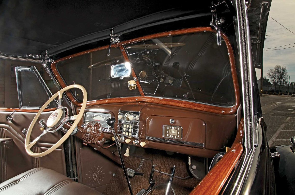 1930-car-interior