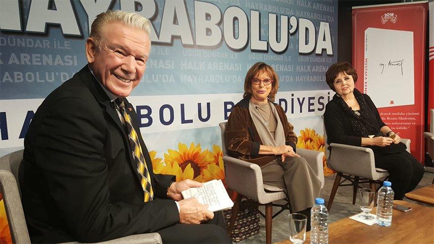 Uğur Dündar'ın Mustafa Kemal kitabından okuduüu bölüm büyük alkış aldı. FOTO:SÖZCÜ