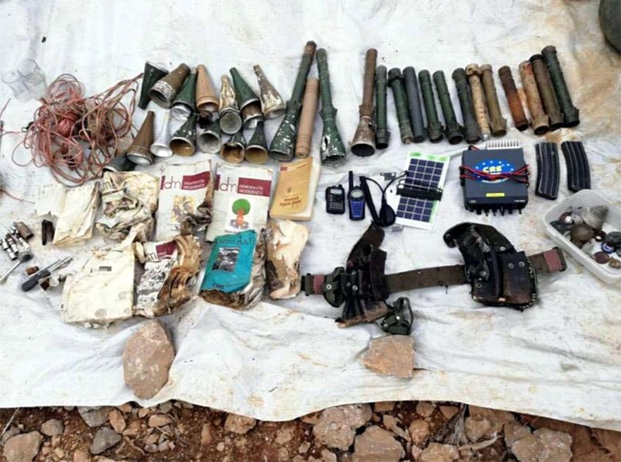 FOTO: DHA - Beytüşşebap'ta sığınakta 13 roket başlığı ele geçirildi