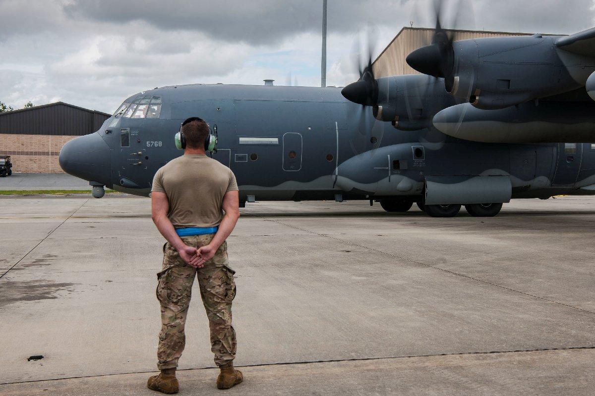 Amerikan Hava Kuvvetleri fırtına yaklaşırken teyakkuza geçti. Reuters