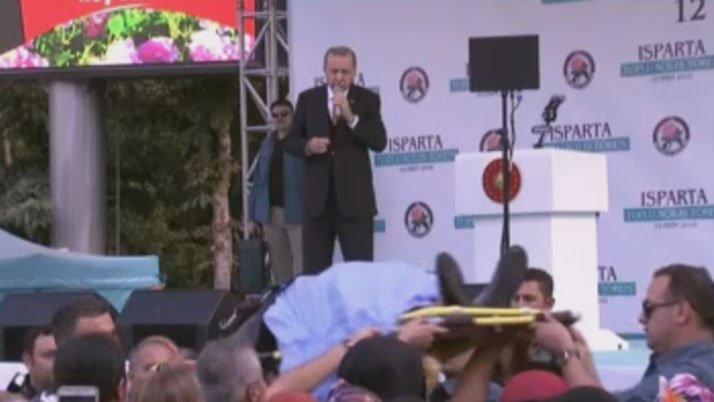 Erdoğan, konuşurken bir kadın baygınlık geçirdi
