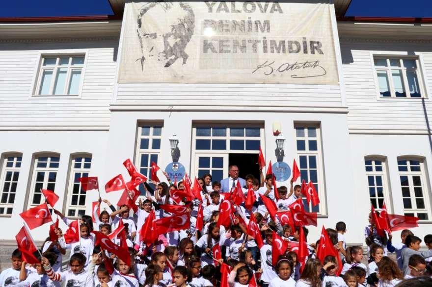Yalova'da 95 çocuk 29 Ekim Cumhuriyet Bayramı´nın 95'inci yıldönümü nedeniyle hep birlikte 'Andımız'ıokudu