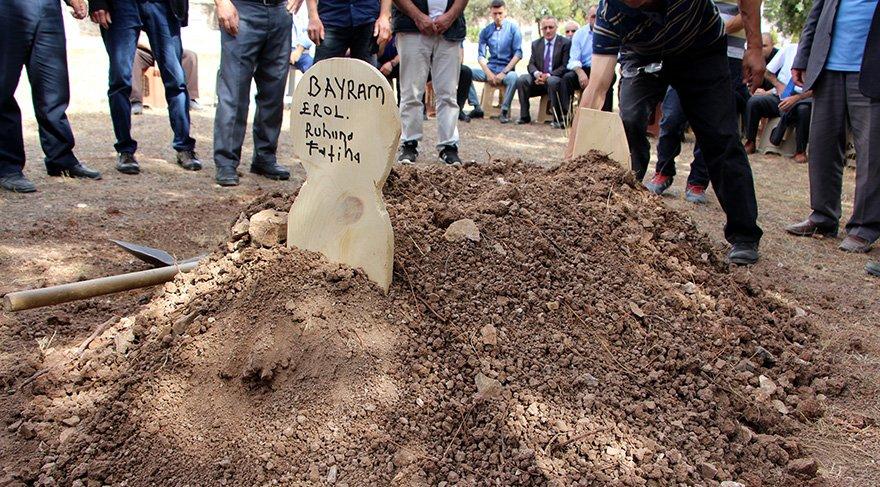 Bayram'ın ait bir kaç kemik parçası kaybolmasının üzerinden 2 yıl 10 ay geçtikten sonra toprağa verildi. Foto: DHA