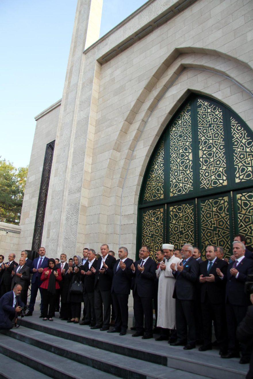 Açılışa Erdoğan'ın yanı sıra devlet erkanından önemli isimler de katıldı. DHA