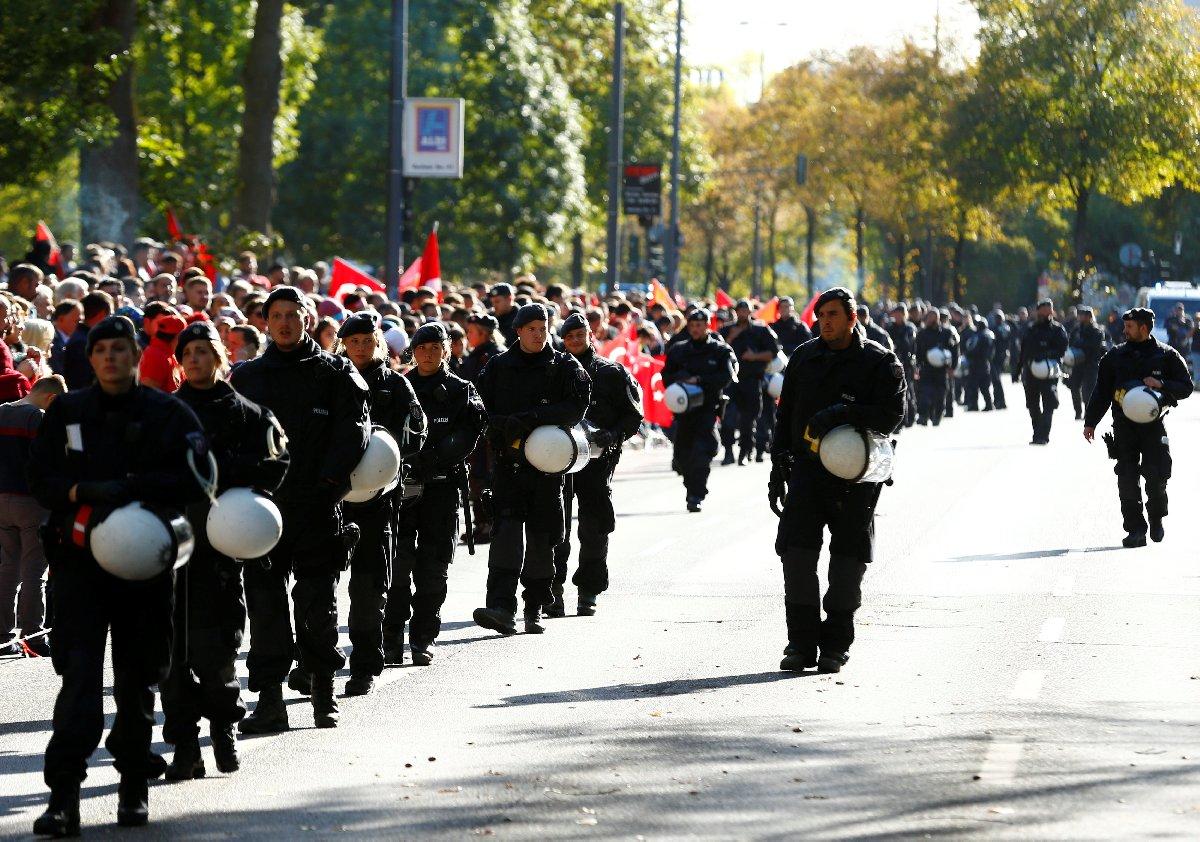 Alman tabloid gazetesi Bild, Cumhurbaşkanı Erdoğan'ın ziyareti sırasında yaklaşık 10.000 polisin görev aldığını açıkladı.