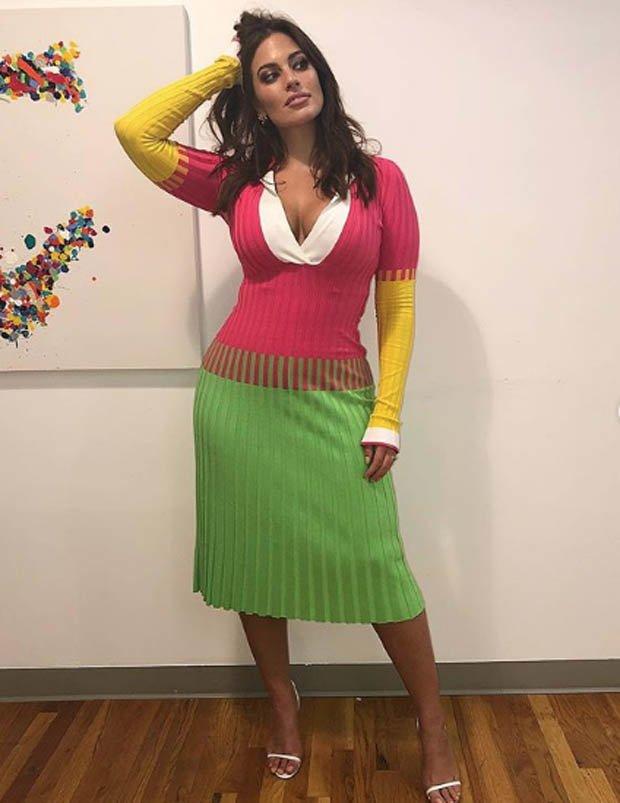 Graham'ın renkli elbisesiyle çektirdiği fotoğraf,