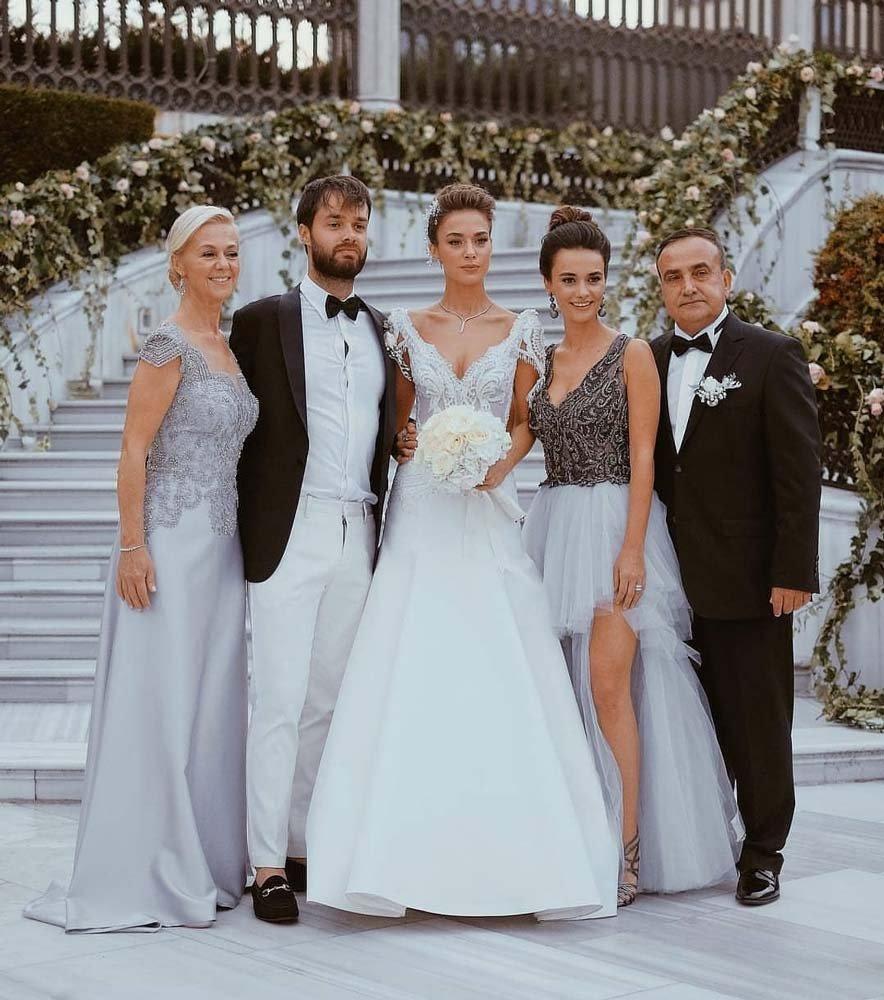 Bensu Soral ve ailesi...