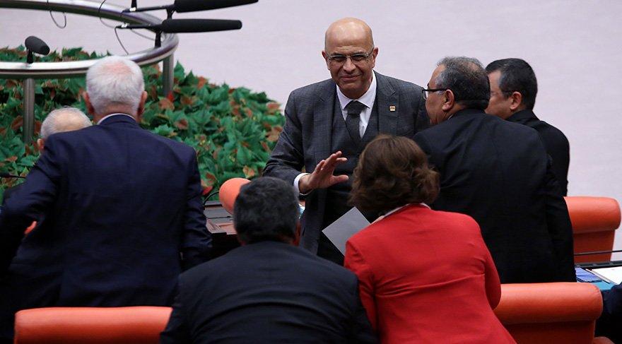 Enis Berberoğlu, tahliye edilmesinin ardından TBMM'de yemin etti Foto: Zekeriya Albayrak