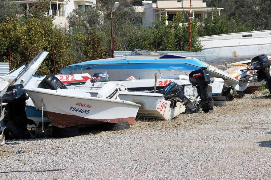 Teknelerin bir kısımı satılırken denize indirilme imkanı olmayanlar hurdaya ayrılacak. Foto: DHA