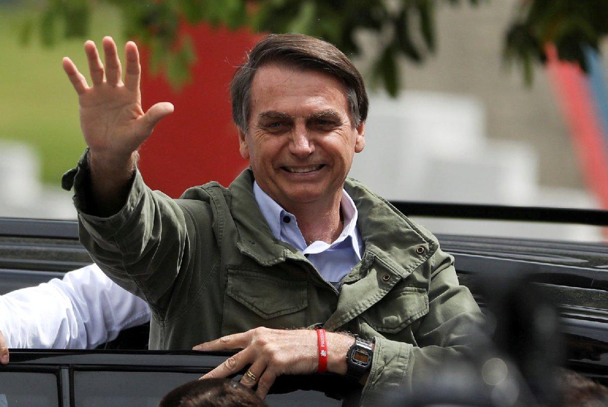 Bolsonaro'nun seçimden zaferle ayrılması sonrasında seçmen sokakta sevinç gösterisi yaptı.