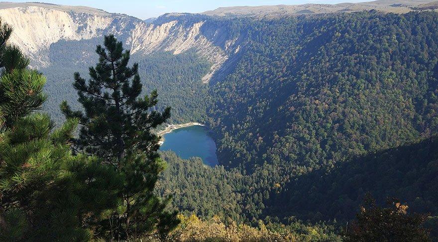 Davlumbaz yaylasından Sülüklü Göl manzarası