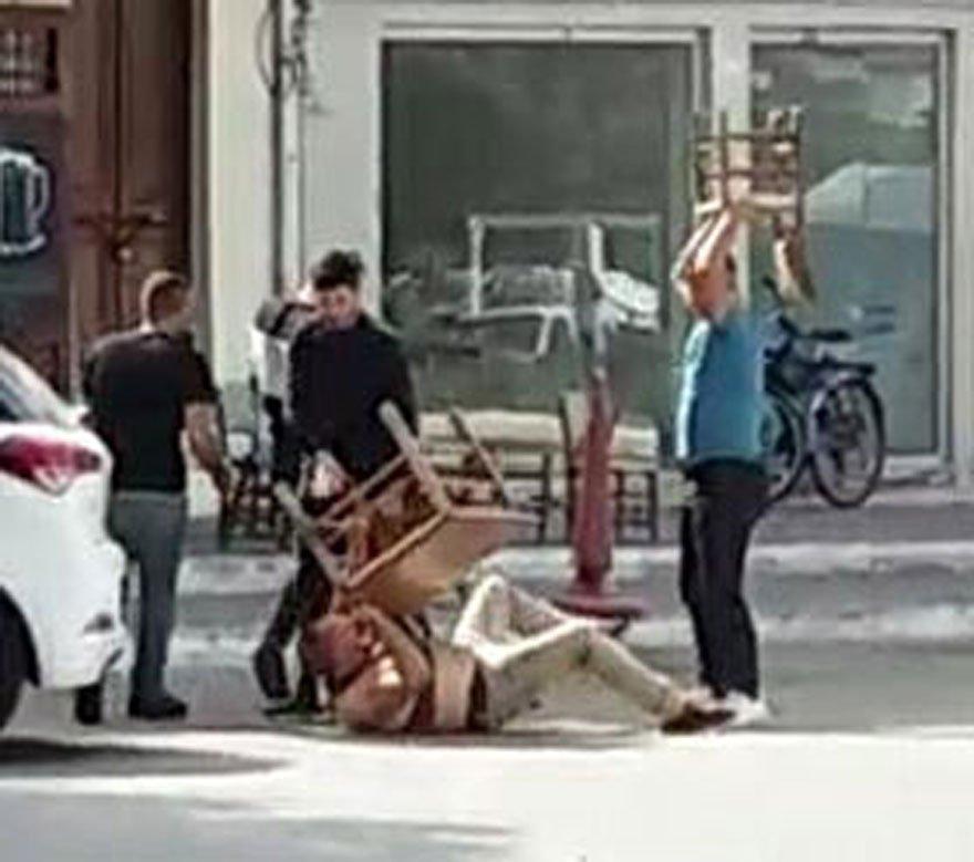 Kavga sırasında masa ve sandalyeler kullanıldı. DHA