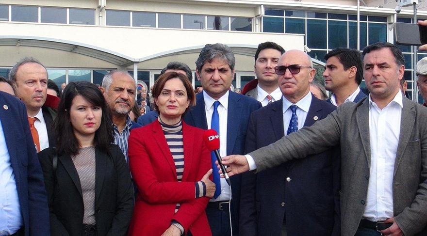 Duruşma öncesinde aralarında CHP İlbaşkanı Canan Kaftancıoğlu ve Barış Yarkadaşın'da bulunduğu bir grup açıklama yaptı Foto DHA
