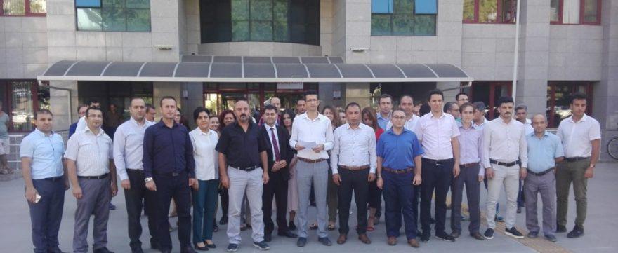 Adliye çalışanları protesto etti. DHA